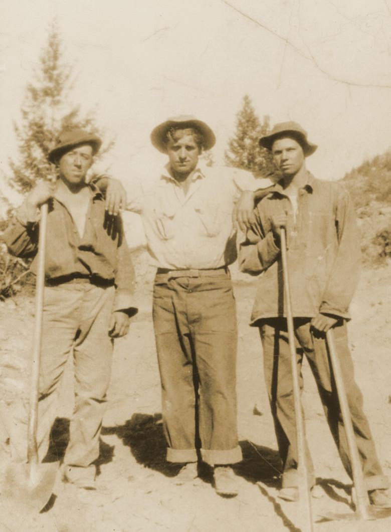 Marko Brcko (u sredini) radeći za vrijeme Velike gospodarske krize, 1930.-ih godina